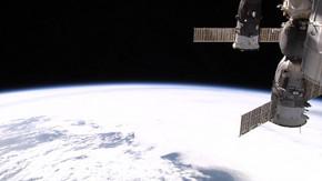宇宙から見たリアルタイム地球